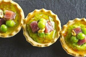 Peas with ham tapa