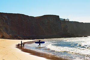 Family surfing, Portugal