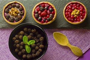 Autumn fruits cakes