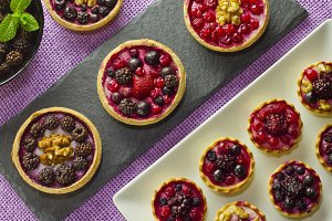 Autumn fruits cakes