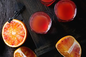 Blood oranges with juice