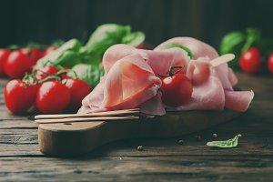 Italian prosciutto with tomato