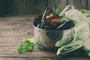 Cooked mussels with garlic