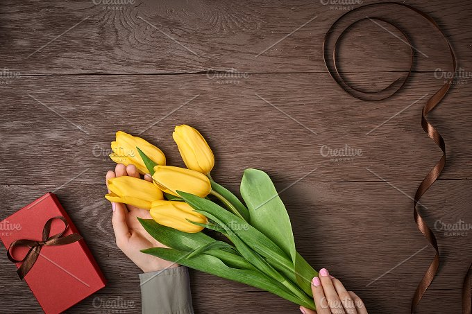 Mothers Day background. Tulips, gift box on wood - Holidays