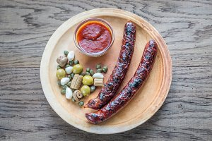 Grilled sausages with vegetables