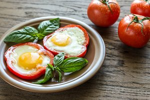 Fried eggs in bell pepper slices
