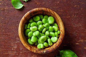 raw broad beans