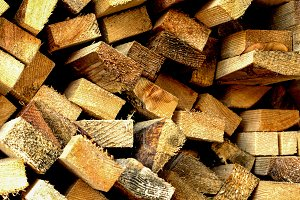 Pile of yellow wood bars