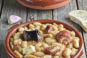 Spanish fabada in earthenware dishes
