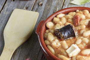 Spanish fabada in an earthenware dish
