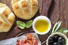 prosciutto crudo with bread