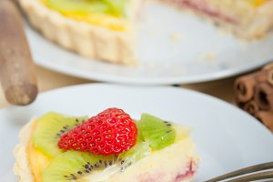 kiwi and strawberry tart