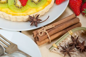 kiwi and strawberry tart
