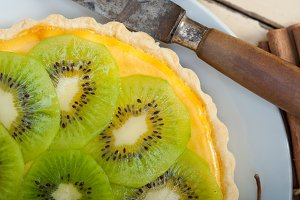 kiwi  tart and spices