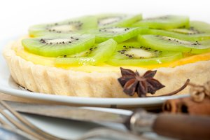 kiwi  tart and spices
