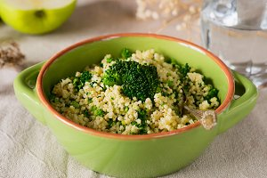 Millet porridge with broccoli