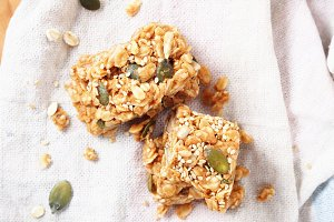 Energy bars with oats and seeds