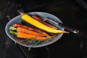 Baked colorful carrots
