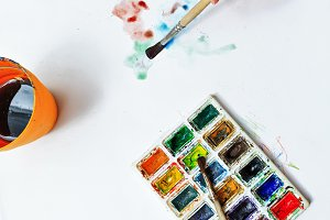 Artist's hand draw watercolor paints