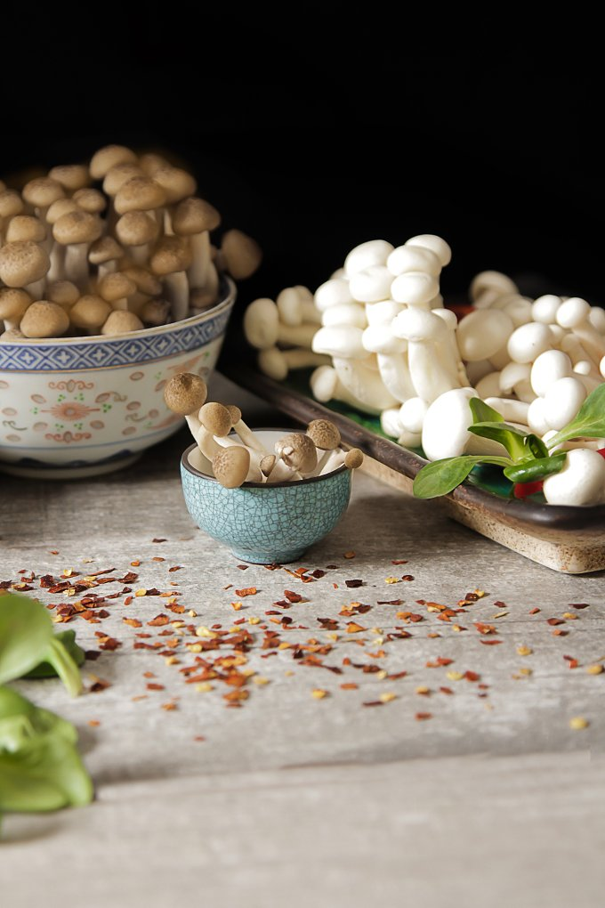 Japanese food style. shimeji mushrooms with peppers and lettuce. - Food & Drink