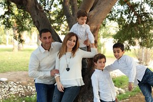 Family in a park in Elche