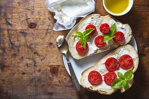 Bruschetta with soft cheese
