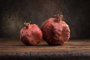 2 pomegranates