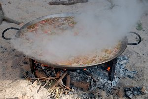 Cooking spanish paella