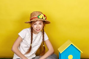 Teen girl in a straw hat.