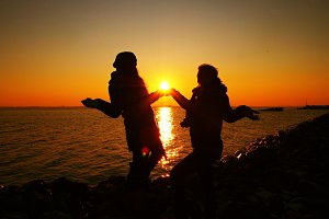 Girls holding the sun :)