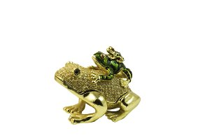 Golden figure of three frogs