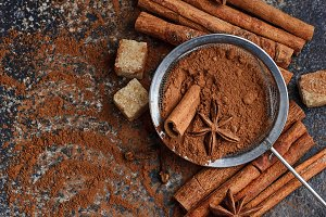Cocoa powder, cinnamon and anice