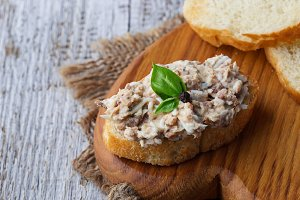 Tuna salad with eggs