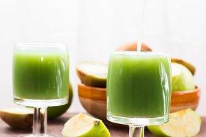 Green apple and kiwi juice