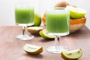 Green apple and kiwi juice
