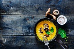 Egg omelette with mushrooms