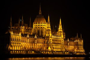 budapest parliament night