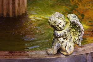 Cherub next to the fountain