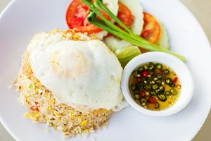 Thai fried rice with egg (Khao phat)