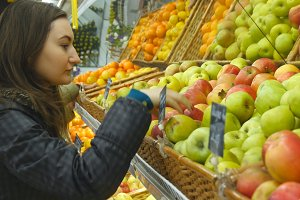 Choosing and buying apples at the store