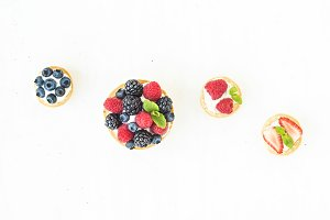 Cheese and berries mini-sandwiches