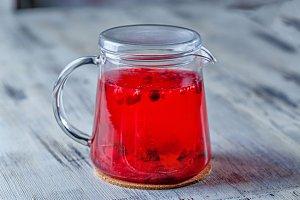 Tea kettle. Muffin fight