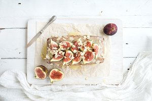 Loaf cake with figs
