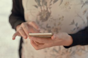 Woman usin mobile phone