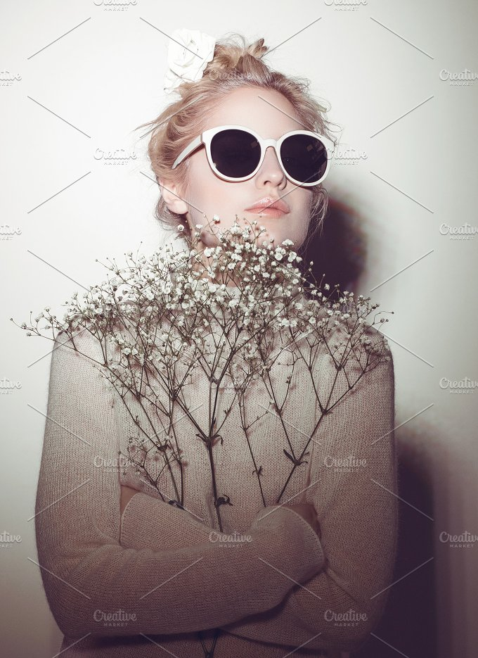 fashion woman portrait. Sunglasses Hippi hair flowers on face - Beauty & Fashion