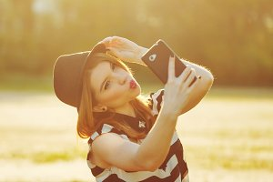 Attractive girl in hat makes Selfei