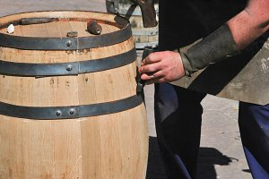 Repairing wooden barrel