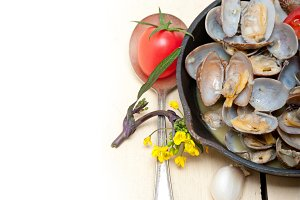 fresh clams on an iron skillet