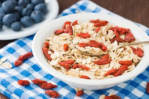 Oats and goji berries