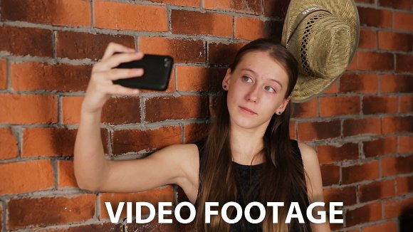 Young girl doing selfie.